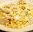chicken alfredo with fettuccini noodles picture