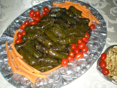 suffed grape leaves picture