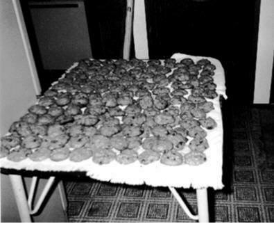 Toots Jumbo Raisin Cookies picture