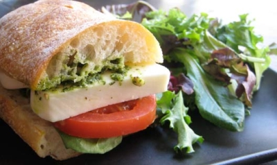 TOMATO MOZZARELLA-SANDWICHES    -By Che picture
