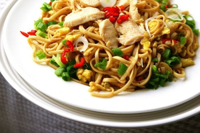 Easy Chinese Chicken and Noodles picture