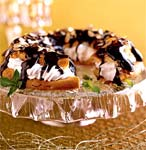 peppermint cream-puff ring with chocolate glaze picture