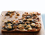 caramelized-onion pizza with mushrooms picture